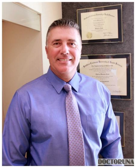 دكتور  تشارلز جونز أخصائي معالجة يدوية / كيروبراكتيك