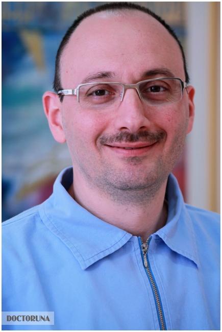 دكتور  إياد الاسطوني دكتور أسنان