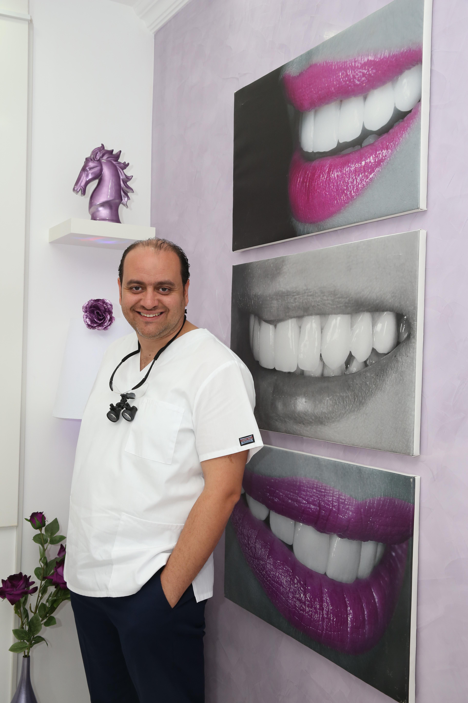 دكتور  أسامة علوى دكتور أسنان